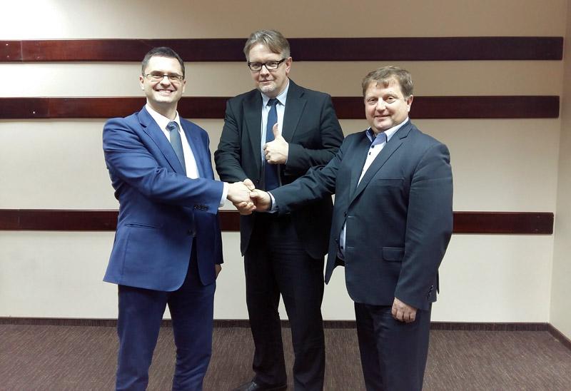 Na zdjęciu od lewej: Maciej Zaniewski – prezes El-Plus, Zbigniew Czapliński – prezes Elektro-Holding i Janusz Cetnar – prezes Elmega