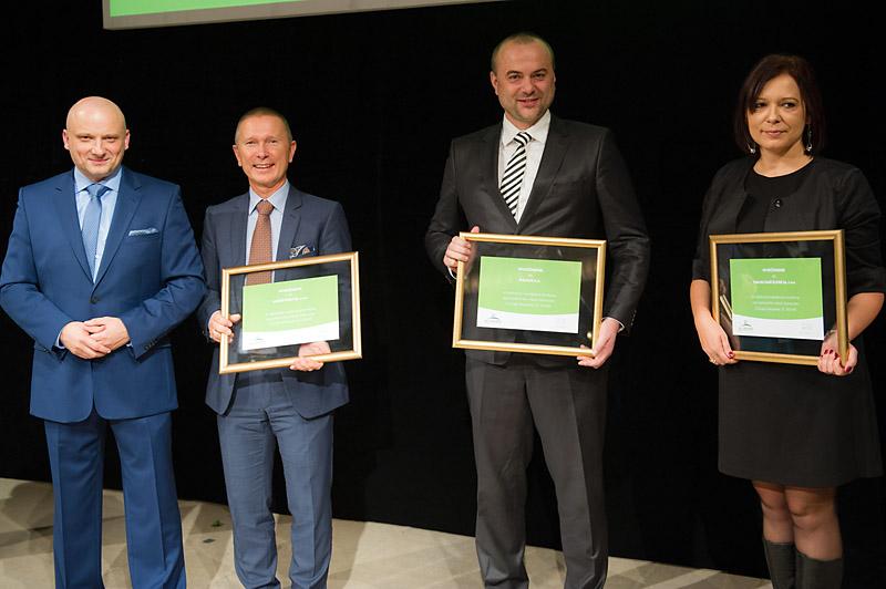 Stoją od lewej: Damian Hegenbarth, Jacek Lubecki (Hager), Tomasz Brzeziński (Kanlux), Jolanta Osińska (Elpar)