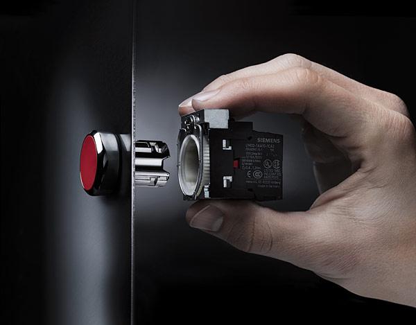 Rys. 4. Montaż jedną ręką: szybkie, pewne mocowanie uchwytu, sygnalizowane głośnym kliknięciem