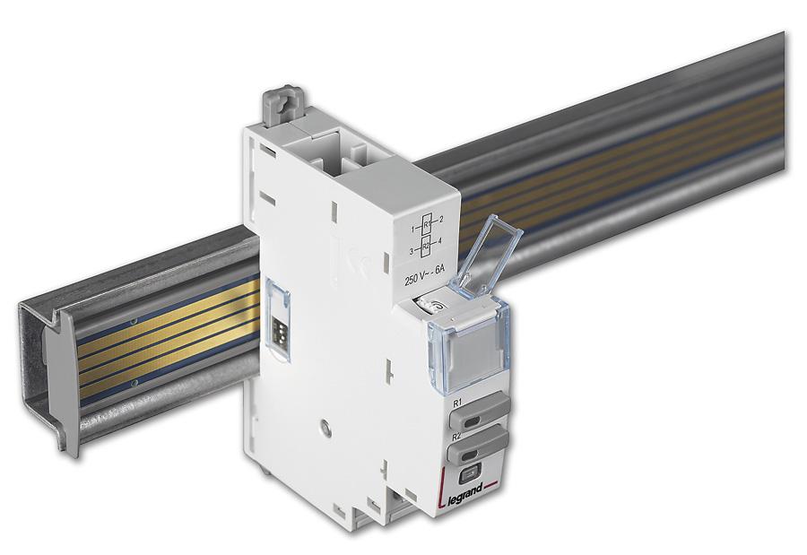 Widok modułu sterowania EMS CX3 z mikroprzełącznikami DIP na boku oraz przełącznikiem obrotowym do lokalnego adresowania w górnej części urządzenia