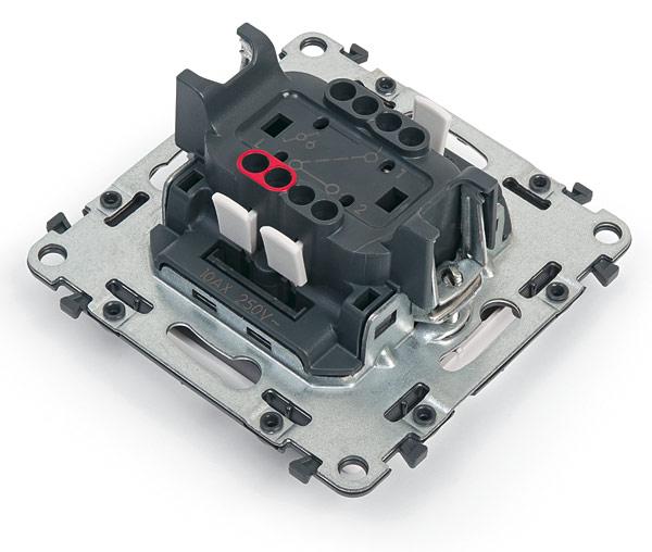 Rys. 2. Automatyczne zaciski umożliwiają szybkie przyłączanie przewodów