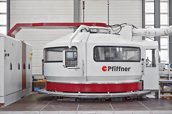 Rys. 1. Firma K.R. Pfiffner produkuje obrabiarki z obrotowym stołem indeksującym służące do masowej produkcji części precyzyjnyc