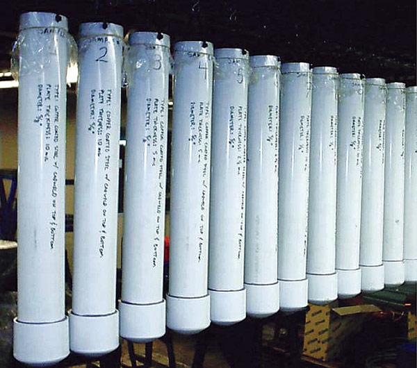 Rys. 3. Wzorce uziomów zawieszone w tubach PVC z roztworem