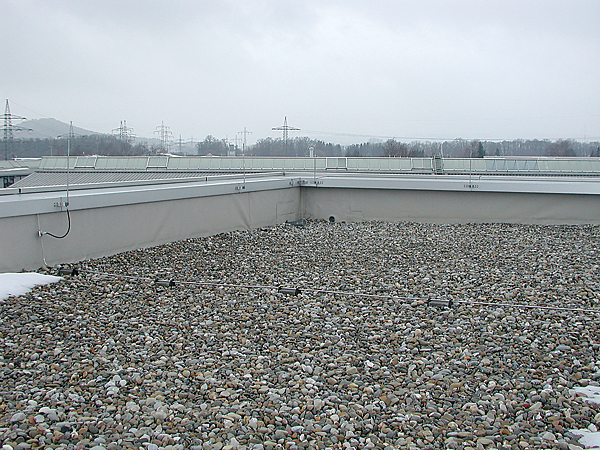 Rys. 1. Przykład instalacji odgromowej na dachu płaskim