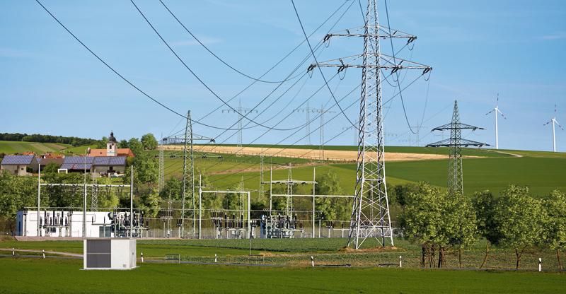 Rys. 1. Dywersyfikacja źródeł energii (OZE) oraz wzrost ilości niewielkich, zdecentralizowanych elektrowni sprawia, że dla systemów elektroenergetycznych konieczne jest m.in. zapewnienie jednolitego, sprawnego systemu komunikacji