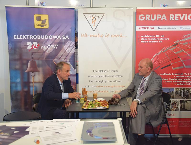 Rozmowy kuluarowe - Zbigniew Winkiel, prezes Polskiego Stowarzyszenia Elektroinstalacyjnego i firmy Agat Koluszki SA (po prawej) oraz Jacek Stankiewicz, prezes Elsta SA