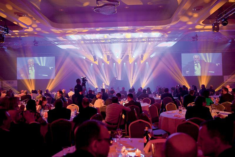Poprzedzającej oficjalną część Konwencji kolacji towarzyszyły występy muzyczne