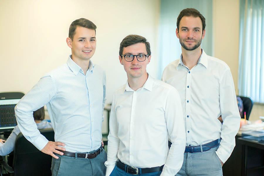 Zarząd firmy Luxon LED: od lewej wiceprezes Maciej Szott, prezes Krzysztof Ostrowski, wiceprezes Marek Ostrowski