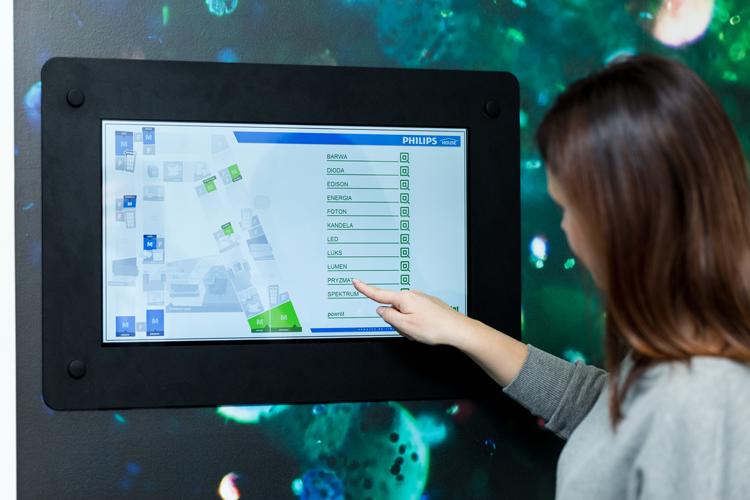 Oprócz sterowania bezpośredniego, dla pracowników biura zaprojektowano aplikację na urządzenia mobilne pozwalającą na zarządzanie oświetleniem oraz temperaturą