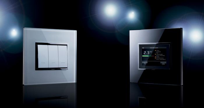W zależności od preferencji, systemem można sterować za pomocą różnego typu urządzeń