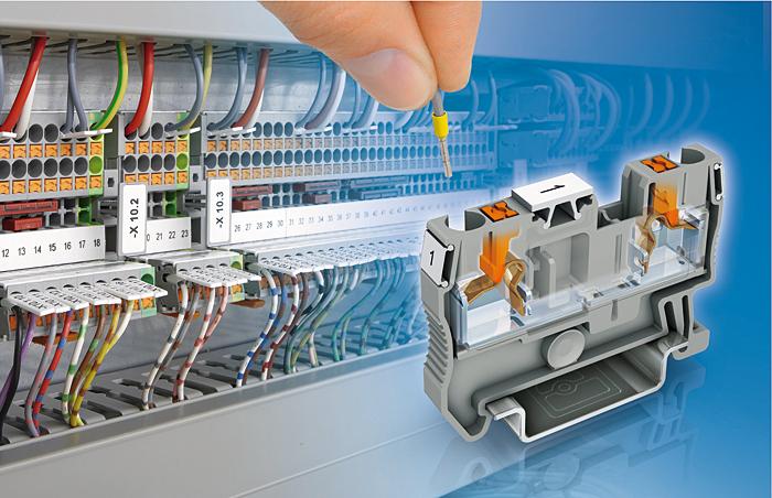 Rys. 4. Złączki szynowe z zaciskami push-in umożliwiają podłączenie przewodów bez użycia narzędzi
